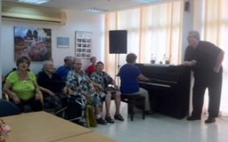 """סיור הקליניקה האורבנית עם מנכ""""ל עמיגור - מאי 2014"""
